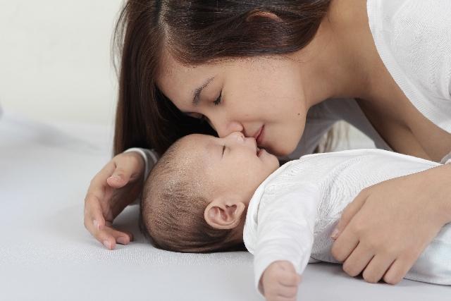 ママと赤ちゃんのチュッ