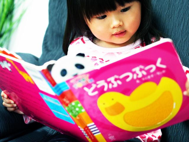 出産祝いにお勧め!日本人に絶大な人気の絵本11選+2選
