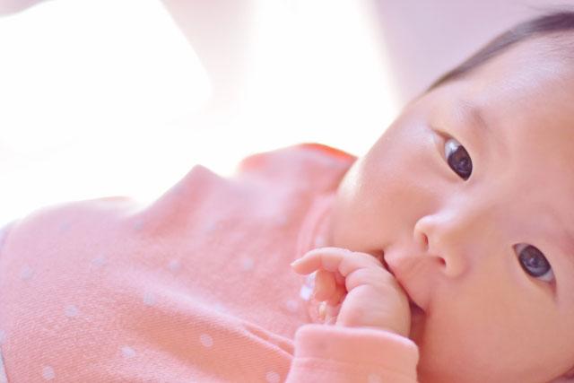 プニプニほっぺが可愛すぎる赤ちゃん
