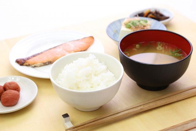 オーソドックスな味噌汁付きご飯